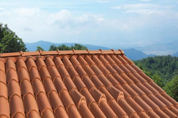 גגות רעפים מחרס | טוגננה - מסרות שזוהרת למרחקים